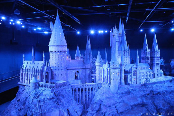 HARRY POTTER MUSEUM LONDON TIPS | Visiting London doesn't have to cost an arm and a leg. Learn how to Vacation to London on a budget while seeing all the famous sights with these tips from experience! | Slashed Beauty